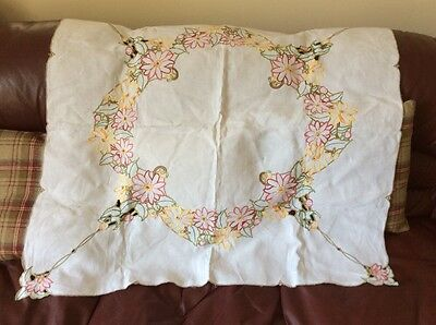 Beautiful Hand Embroidered Vintage Tablecloth Floral Excellent Condition