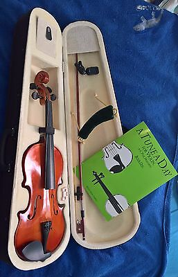 Violin 4/4 (Case, Digital Tuner, Rest, Tutor Book)