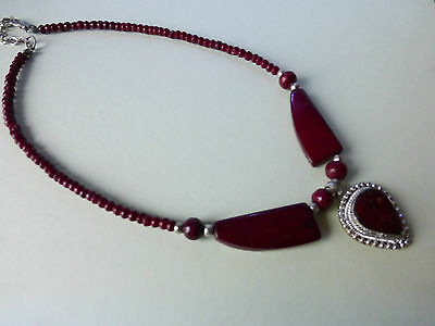 Nice Asian Look Necklace With Burgundy Coloured Stones