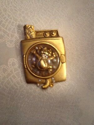AJC Cat In A Washing Machine - 3D Gold Tone Pin / Brooch