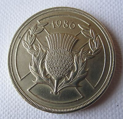 Golf Ball Green Marker Scottish £2 Coin dated 1986 with Thistle emblem (D3503)