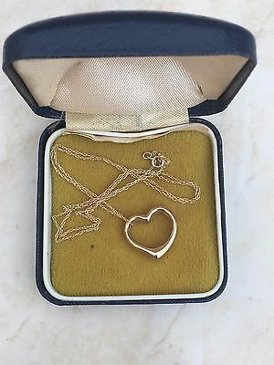 Beautiful Delicate 18'' Marked 10ct Yellow Gold Floaty Heart Necklace