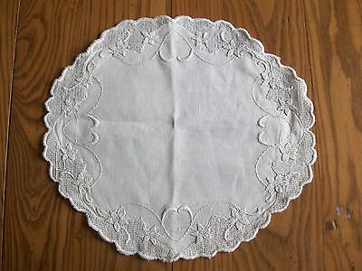"Beautiful Vintage Linen 15"" Doily ~ Embroidery ~ Drawnwork ~ Lace ~Floral Border"