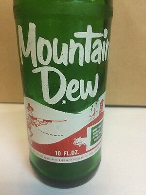 VINTAGE HILLBILLY MOUNTAIN DEW SODA BOTTLE with LAUGHING PIG SCENE 1968 10oz