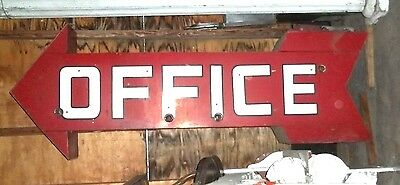 ANTIQUE EARLY 20th CENTURY OVERSIZE 3-D TIN OFFICE HOTEL MOTEL ARROW SIGN