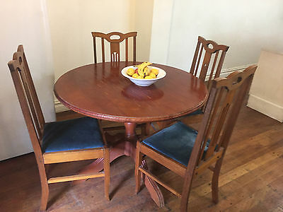 Nouveau round table with 4 chairs setting
