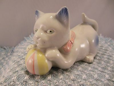 """Vtg. Porcelain Cat Figurine Playing With A Ball    3"""" Tall & 5 1/2"""" Long"""