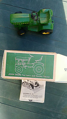 John Deere 140 Lawn & Garden Tractor with Box  1/16 scale  Made by Ertl