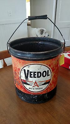Vintage veedol oil can
