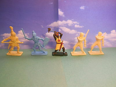 Vintage Crescent Kelloggs Medieval Knights Plastic Toy Soldiers 1:32