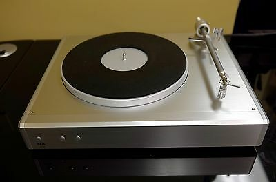T+A G2000R turntable with built in Phono