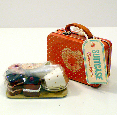 Maileg Suitcase W 4 Cup-Cakes And 2 Cups Valigetta In Metallo E Dolci In Legno