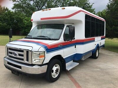 2010 Ford E-Series Van  2010 Ford Econoline Commercial Cutaway Bus w/ WHEELCHAI