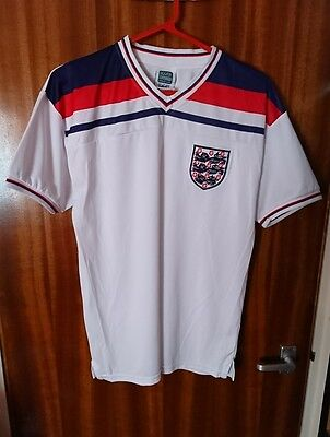 Official Retro England Football Shirt 1982 World Cup Finals, size M.
