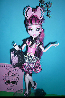 """Monster High """"Monster Exchange Program"""" Draculaura Doll inc Diary and access'"""