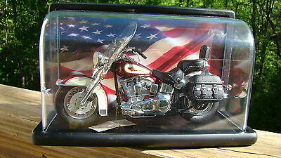 PRICED TO SELL! Harley Davidson 1:10 Softail Heritage Classic W/ Display Case