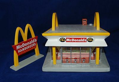 1997 McDonald's Classic Lighted Ceramic Sculpture McMemories B3646