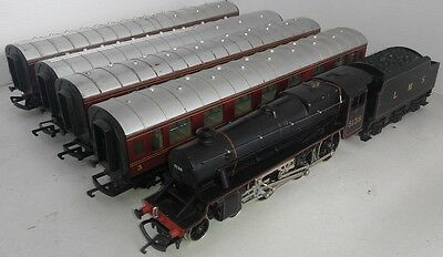 HORNBY RAILWAYS R320 LMS Class 5 loco and 4 Stanier coaches