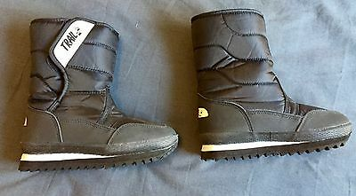 Kids' black, size 12 snow boots, as new condition.