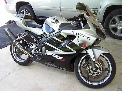 2002 Honda CBR  2002 Honda CBR600 F4i fuel injected michelin tires Motorcycle Ready to Ride