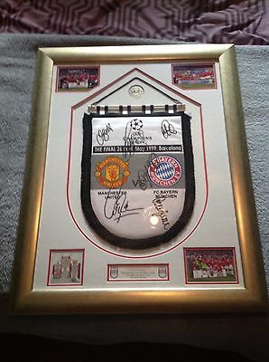 manchester united signed pennant