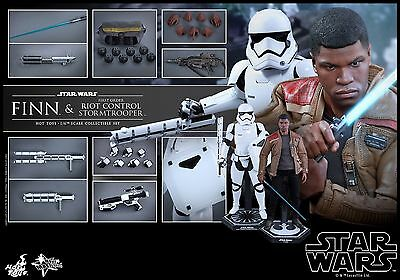Hot Toys Star Wars The Force Awakens Finn and Riot trooper