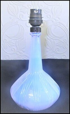 French Art Deco period opalescent glass lamp