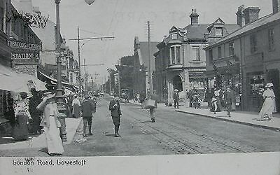 EDWARDIANS IN LONDON ROAD LOWESTOFT SUFFOLK c1905 PC