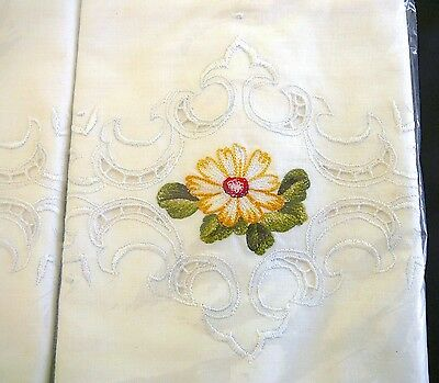 Vtg 60s NIP Pr Embroidered Pillowcases Cutwork Scalloped Edges by Heritage