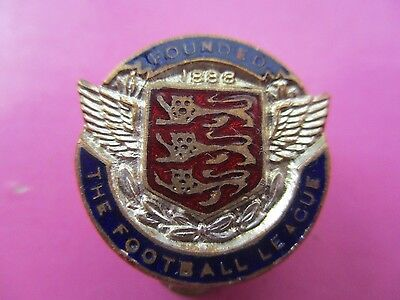 VINTAGE BUTTONHOLE BADGE..THE FOOTBALL LEAGUE..FOUNDED 1888..maker VAUGHTONS