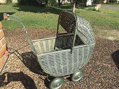ANTIQUE 1900's EDWARDIAN CANE CHILD'S BABY PRAM IN GOOD CONDITION