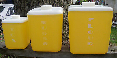 VINTAGE LUSTRO WARE Plastic YELLOW 3-pc Nesting Kitchen CANISTER SET ~ NICE!