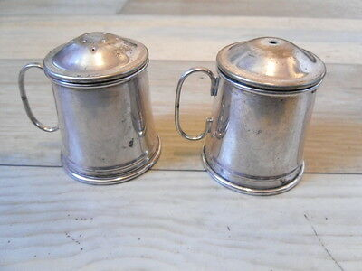 Vintage silver plated salt and pepper pots, tankards