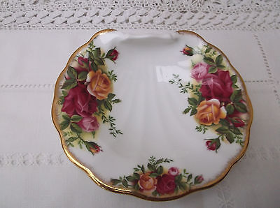 """Royal Albert """"Old Country Roses"""" shell dish c 1962 Made in England"""