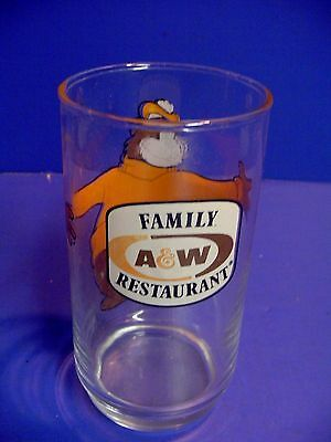 """Vintage A & W Family Restaurant Root Beer Bear Hugging Glass 5 3/4"""" Tall"""