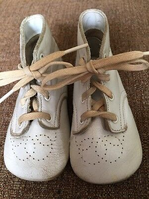 Vintage White Leather BABY SHOES Lace-Up Holes Pattern Size 2W Doll Booties