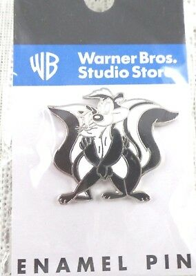 Pepe Le Pew & Penelope Pin wb Warner Brothers MOC Looney Tunes Bros Store Peppy