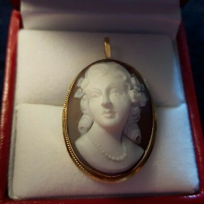 Antique 18k gold (750) raised carved cameo pin/pendant.