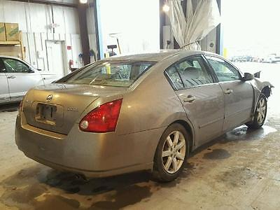 2006 Nissan Maxima 4 Drs, 3.5L.  Outer Taillights