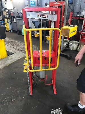Coil Spring Compressor Air Operated 1000kg