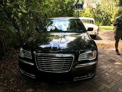 2014 Chrysler 300 Series  clean title
