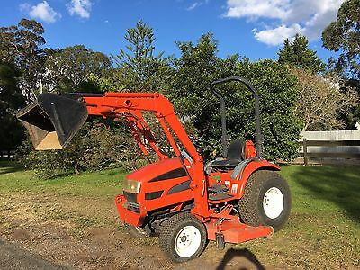 Daedong 22 HP 4x4 Tractor  Low Hrs Front End Loader Mower Deck