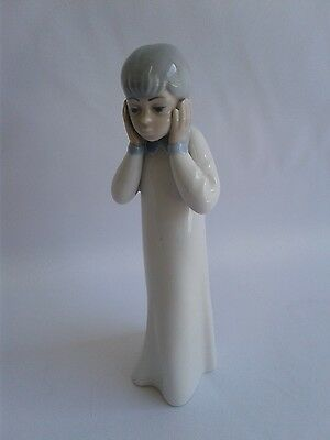 "LLADRO "" Girl W/Hands Covering Ears"""