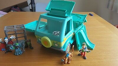 Scooby doo play set characters cage and Mystery Machine
