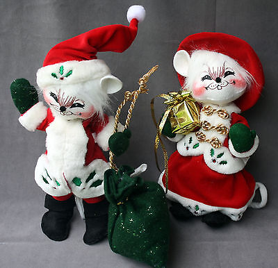 """Annalee 10"""" Winterberry Mouse & 10"""" Winterberry Santa Mouse 2005"""