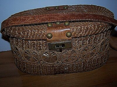 Vintage Wicker & Rosette Weaving Tooled Leather Handle & Clasp Handbag Purse