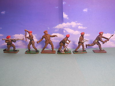 Vintage Crescent WW2 British Red Berets Plastic Toy Soldiers 1:32 COMPLETE SET