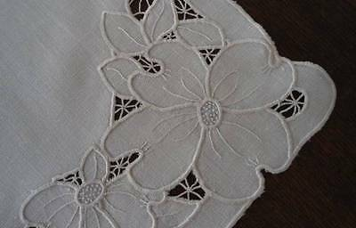 Vintage Natural Linen Table Runner Needle Lace Cutwork Embroidery Flowers Ecru
