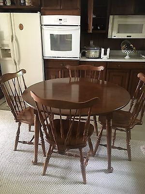 Early American Keller Solid Maple Dining Set With 4 Chairs