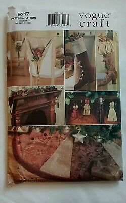 Vogue Craft Pattern 9717 Holiday Christmas Accents Stocking Tree Skirt Uncut